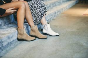 meisjes dieschoenen dragen